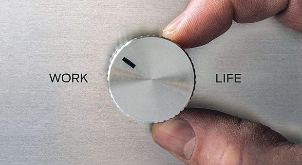 Schwierigkeiten, Arbeit und Privatleben unter einen Hut zu kriegen? Flexibles Arbeiten bietet Mitarbeitern und Unternehmen Vorteile.