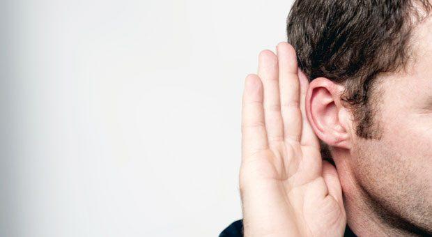 Pssssst .... schon gehört? Beim Klatsch am Arbeitsplatz müssen Führungskräfte nicht gleich einschreiten. Sie sollten aber genau hinhören.