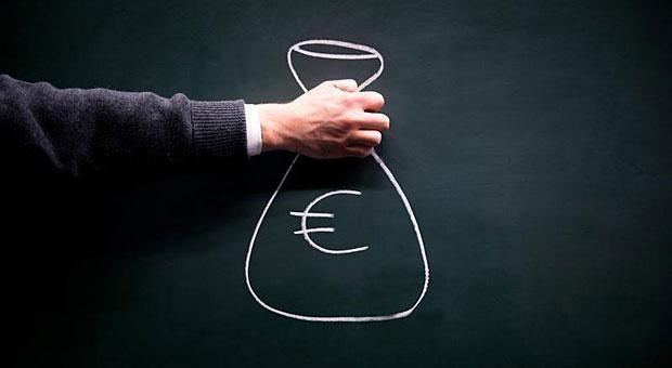 Sie müssen noch Geld überweisen? Das könnte mit der neuen EU-Richtlinie schon bald noch einfacher werden.