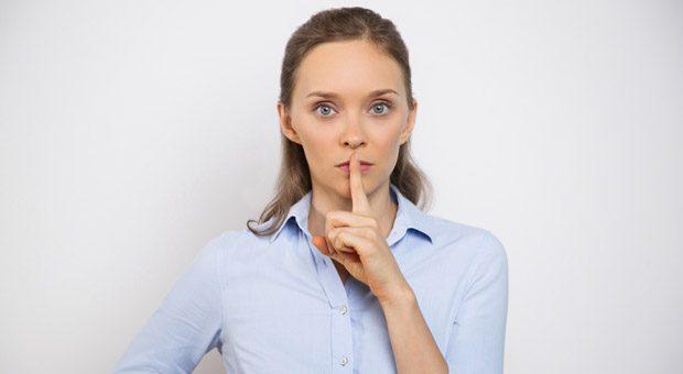 """""""Pssst! Das sagt man doch so nicht!"""" Stephanie Borgert erlebt immer wieder, dass es in Unternehmen Tabuwörter gibt, die man nicht nutzen soll. Doch wenn man nicht Klartext reden darf, kommt man nur selten zu einem Ergebnis."""