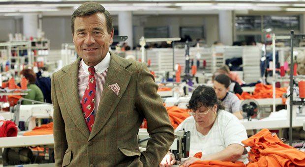 Inhaber Wolfgang Grupp im Nähsaal der Trigema GmbH: Am 4. April feiert der Unternehmer seinen 75. Geburtstag in Dubai.