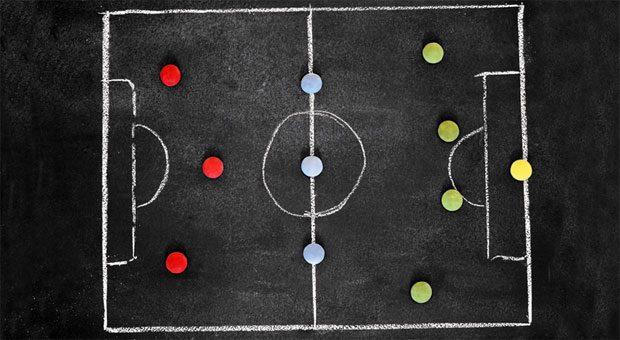 Nicht nur auf dem Fußballplatz - auch bei Verhandlungen braucht man einen gute Strategie. Mit Hilfe bestimmter Techniken können Sie sich gut auf eine Verhandlung vorbereiten.