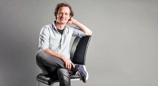 2011 hat Johannes Kreuz die Cosinuss GmbH gegründet. Das Unternehmen stellt Pulsmesser her, die man hinters Ohr klemmt.