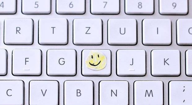 Wenn Sie fürchten, dass Ihr Geschäftspartner Sie ohne einen Smiley in der E-Mail missversteht, wählen Sie lieber einen anderen Kommunikationskanal, rät E-Mail-Expertin Martina Dressel.