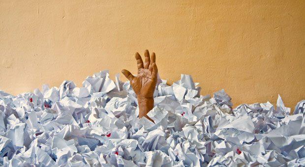 """Sie ertrinken in Papier? Dann sollten Sie vielleicht mal darüber nachdenken, auf das """"digitale Büro"""" umzustellen: Viele Arbeitsschritte lassen sich heute digitalisieren."""