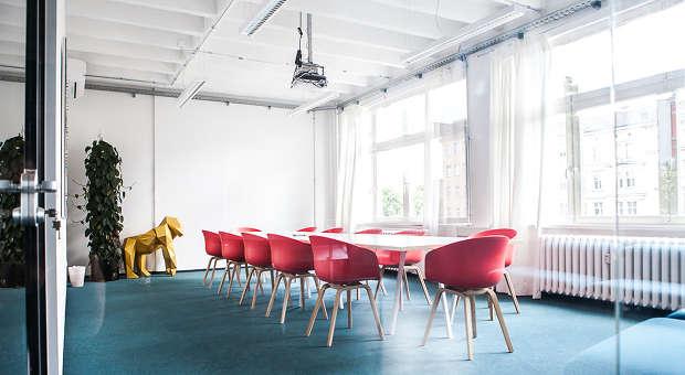 Büro design ideen  Coole Büros: Was macht denn der Gorilla im Konferenzraum? | impulse