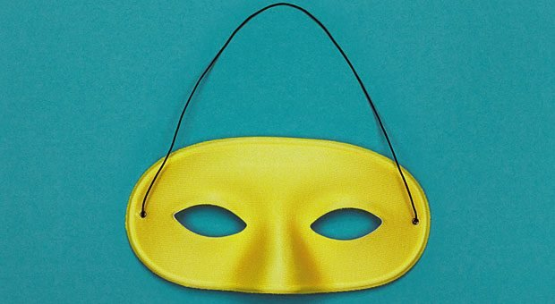 Den wahren Charakter einer Person hinter ihrer Maske sehen - das gelingt Menschenkennern besser als anderen.  Zum Glück kann man die eigene Menschenkenntnis trainieren.