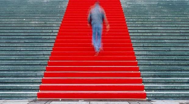 Ein Gala-Abend mit rotem Teppich macht etwas her - aber bringt so eine Preisverleihung wirklich etwas? Jürgen Krenzer hat sich dagegen entschieden, die Unterlagen für einen renommierten Preis einzureichen - und kümmert sich lieber um die Zukunft seines Unternehmens.