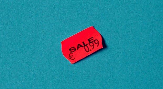 Sich selbst anpreisen wie ein Schnäppchen aus dem 1-Euro-Laden - das liegt vielen Selbstständigen nicht. Doch ohne Eigenmarketing und aktives Verkaufen bleiben die Auftragsbücher leer.