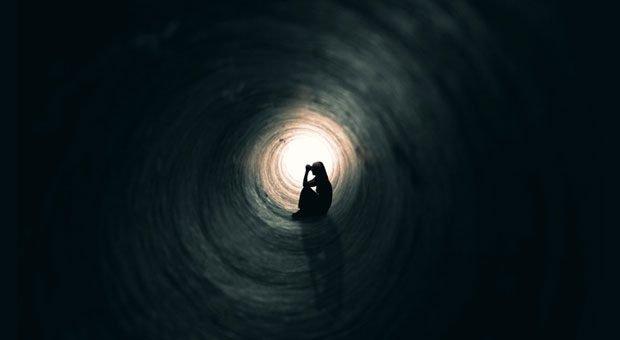Vor lauter Angst, die eigene Firma könnte scheitern, sehen manche Unternehmer kein Licht am Ende des Tunnels. Wie Sie die Existenzangst überwinden können.