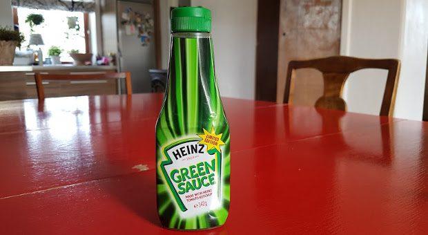 """""""Pommes Grün-Weiß"""" statt """"Rot-Weiß""""? Das kam bei den Kids wohl nicht ganz so gut an. Die """"Green Sauce"""" des bekannten Lebensmittel-Produzenten Heinz floppte - obwohl sie nach ganz normalem Ketchup schmecken soll. Die giftgrüne Farbe war wohl zu abschreckend für manche Kunden. Übrigens, auch pinkfarbene und schwarze Soßen stießen auf wenig Begeisterung."""