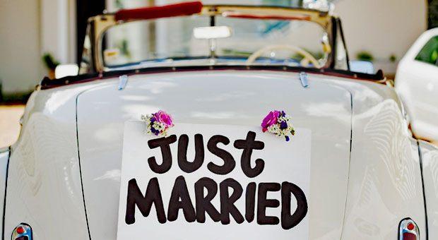 Eine Hochzeit ist nicht nur ein erfreuliches Ereignis. Begründet durch Paragraf 616 BGB, steht einem Arbeitnehmer hierfür Sonderurlaub zu - es sei denn, dies wurde vertraglich ausgeschlossen.