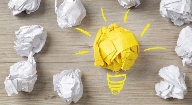 Sie suchen innovative Geschäftsideen, doch Ihnen fällt einfach nichts Zündendes ein? Zwei Strategien können Ihnen zu Geistesblitzen verhelfen.