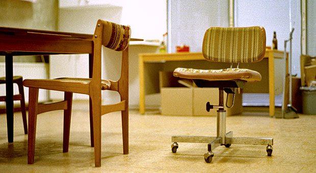 Tristesse im Büro? Dank der GWG-Grenze können geringwertige Wirtschaftsgüter wie neue Möbel sofort abgeschrieben werden.