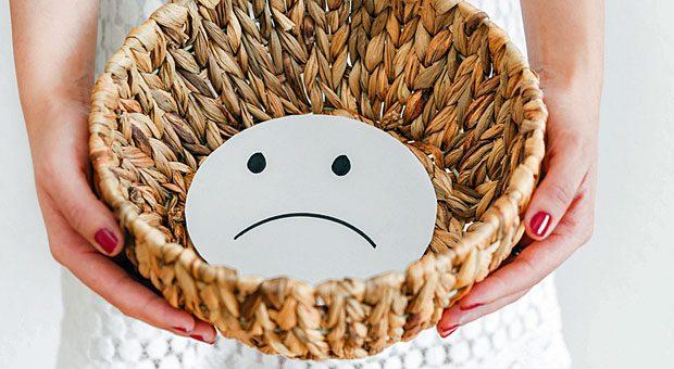 Manche Mitarbeiter tragen ihre schlechte Laune förmlich vor sich her. Darunter leidet die Stimmung im gesamten Team.