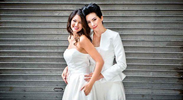 """""""Was bitte schön ist ein lesbisches Brautkleid?"""" fragte die Frankfurter Allgemeine Zeitung. Modedesignerin Helen Bender spezialisierte sich auf Brautmode für lesbische Paare - und zog so nicht nur das Interesse von Kundinnen auf sich, sondern auch das der Medien. Das Foto zeigt einen Entwurf aus der vergangenen Kollektion."""