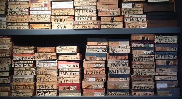Relikte der Vergangenheit: In der Schweizer Uhrenmanufaktur Audemars Piguet lagern Holzschachteln mit SKizzen und Teilen für jede Uhr seit der Gründung im Jahr 1875.