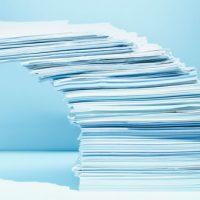 Aktenstapel können auf hohe Arbeitsbelastung hindeuten - andere Warnsignale sind weniger offensichtlich.