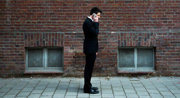 """""""Chef, wie geht das nochmal?"""" Wenn die Geschäftsleitung nicht vor Ort sein kann, ist die Erreichbarkeit per Telefon oder E-Mail wichtig."""