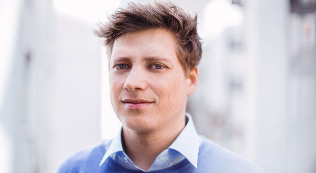 Julian Vester schaut seinen Mitarbeitern beim Thema Gehalt offen in die Augen – intern weiß jeder, wer wie entlohnt wird.