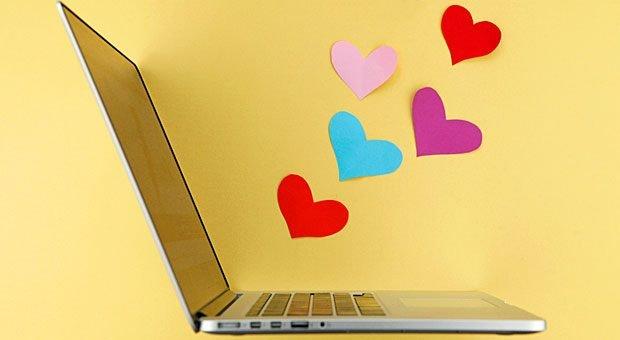 Wenn Vanessa Weber einen neuen Beitrag bei Facebook postet, steht der Computer nicht mehr still: Ihr Netzwerk reagiert mit Likes, Herzen und Kommentaren.