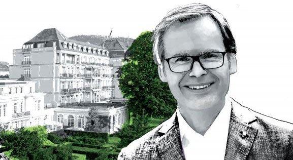 """Hotelchef Frank Marrenbach und sein """"Brenners Park-Hotel und Spa"""" sind bekannt für exzellenten Service. Carsten K. Rath ist sicher: Der Grund dafür ist, dass Marrenbach auf das Führungsprinzip V4 setzt."""