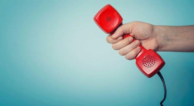 Den Griff zum Telefonhörer muss man nicht tagelang vorbereiten. Wer das tut, der sucht wahrscheinlich unbewusst eine Ausrede, um sich vor der Kaltakquise zu drücken.