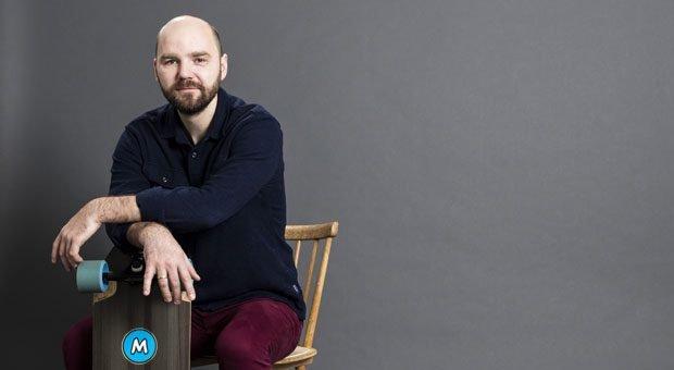 Johannes Schewe gründete Mellow Boards. Das Unternehmen baut Skateboards mit Elektromotor.