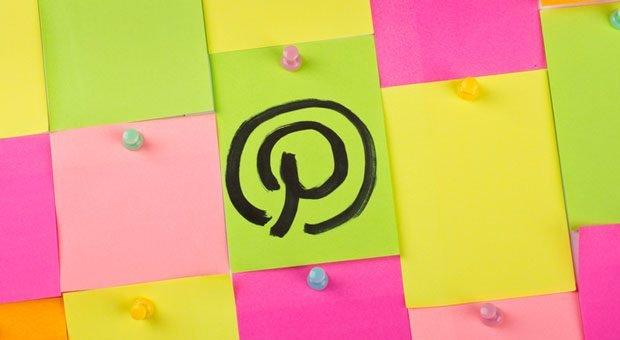 Bei Pinterest pinnen Nutzer Inhalte, die sie interessieren oder die ihnen gefallen, an virtuelle Pinnwände. Das können Unternehmen fürs Marketing nutzen.