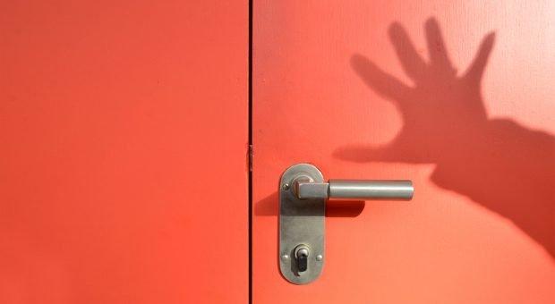 Und tschüß! Unternehmer sollten ihre Kunden auch mal vor die Tür schicken - direkt zur Konkurrenz.