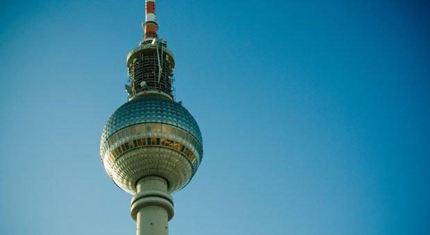 In Berlin steht nicht nur der berühmte Fernsehturm. In der Stadt sind auch viele Online-Experten ansässig - die in die Provinz zu locken, ist nicht einfach.