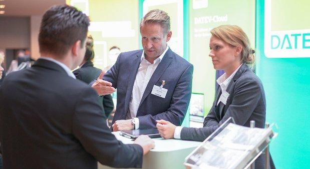 Martin Krämer (Bildmitte) im Gespräch auf der Veranstaltung Smarter Mittelstand in Filderstadt
