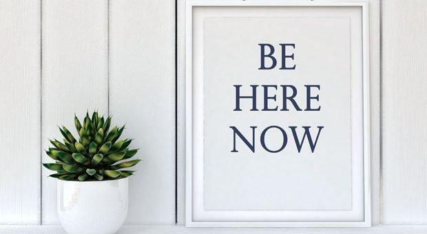 Achtsam führen, das bedeutet: im Hier und Jetzt präsent sein, sich auf den gegenwärtigen Augenblick konzentrieren.