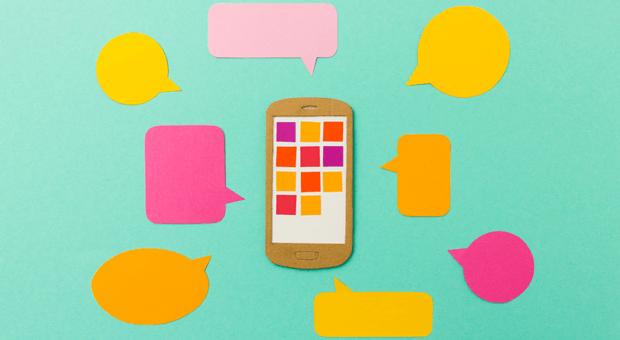 99 ungelesene Nachrichten im Gruppenchat, verpasste Anrufe und Eilmeldungen: Viele Menschen checken alle paar Minuten ihr Smartphone, um nichts zu verpassen. Das erzeugt digitalen Stress.