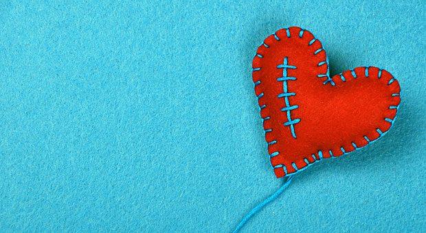 Ein Herz kann man doch reparieren: Stimmt die emotionale Kundenbindung, verkraftet die Beziehung zwischen Kunde und Unternehmen auch Pannen und Fehlverhalten - so lange sie Einzelfälle bleiben.