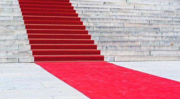 Sie müssen Ihren neuen Mitarbeitern ja nicht gleich den roten Teppich ausrollen. Aber in den ersten 100 Tagen sollten Sie sich besonders um sie bemühen.