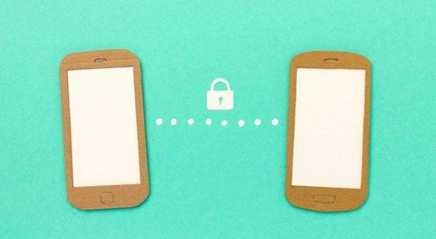 Whatsapp beruflich zu nutzen, ist riskant: Der amerikanische Messenger-Dienst hält sich nicht an die DSGVO der EU und greift automatisch auf  alle im Handy gespeicherten Daten zu.