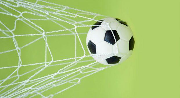 Eigentor! Manchmal gehen die Rabatt- und Werbeaktionen von Unternehmen zur WM richtig nach hinten los - und kosten Unsummen oder kratzen am Image der Firma.