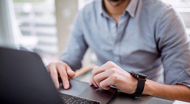 Die Beschäftigung von Studenten bietet beiden Seiten Vorteile: Der Student sammelt Erfahrungen im Beruf, der Arbeitgeber kann Talente binden.