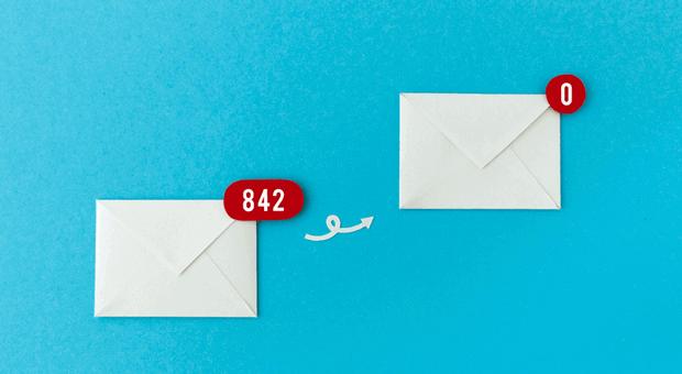 Nach dem Urlaub warten besonders viele E-Mails - so räumen Sie Ihr Postfach auf und kommen schnell auf null neue Nachrichten.