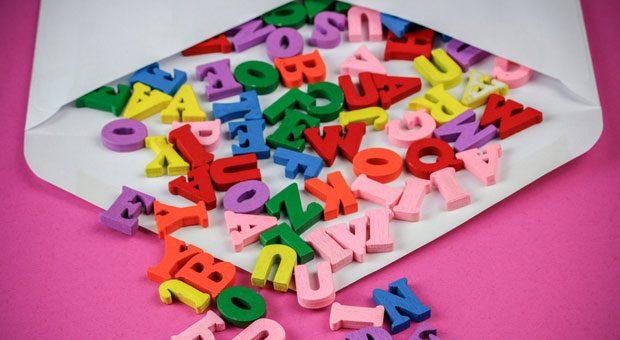 Sind doch nur Buchstaben? Von wegen! Manche Wörter können Newsletter im Spam landen lassen.