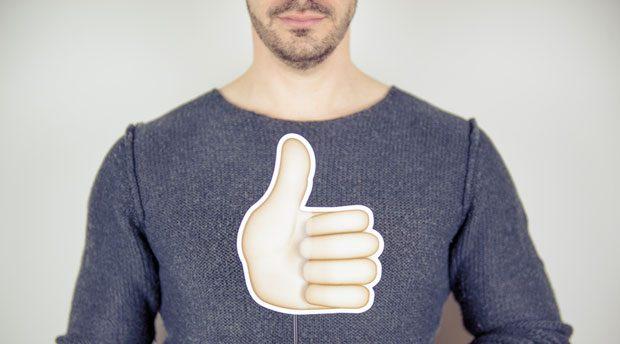 Daumen hoch: Mit Hilfe von Facebook Jobs sollen kleine Unternehmen einfacher neue Mitarbeiter finden.
