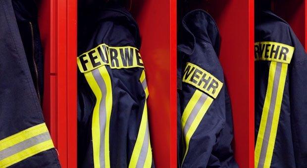 Mitglieder der Freiwilligen Feuerwehr müssen für ihr Ehrenamt bezahlt freigestellt werden. Der Arbeitgeber bekommt das bezahlte Gehalt aber erstattet.