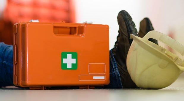 Not am Mann: Halten Unternehmer keine Ersthelfer im Betrieb bereit, kann das böse enden – nicht nur für Verletzte.