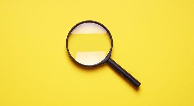 Unter die Lupe genommen: Wer personenbezogene Daten von Kunden und Geschäftspartnern recherchiert und speichert, muss die DSGVO beachten.