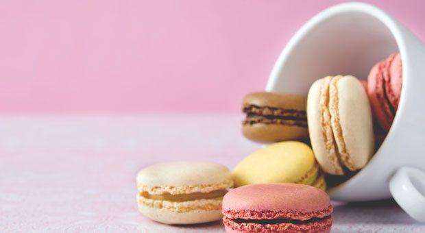 Gesunde Snacks sehen anders aus: Nach süßen Sünden wie Macarons geht die Leistungskurve auf Sinkflug.