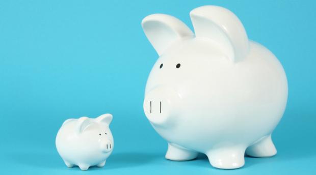 Kleines oder großes Sparschwein? Je nach Bundesland und Branche können sich Arbeitnehmer kaum Geld zur Seite legen.