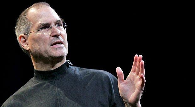 Steve Jobs' Präsentationen waren legendär. Nutzen Sie seine Techniken, um überzeugend zu präsentieren!