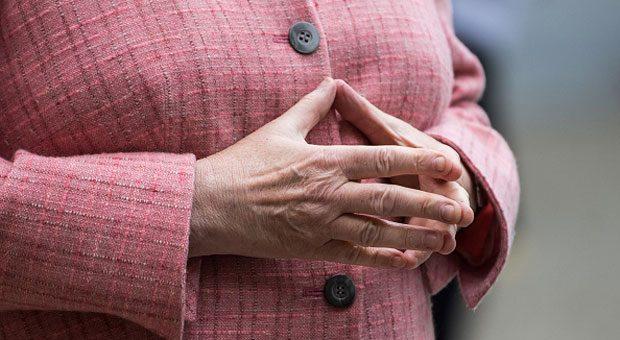 Kanzlerin Angela Merkel weiß, wie sie Körpersprache richtig einsetzt. Ihre Hände signalisieren Aktivität.