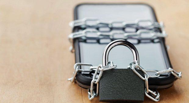 Unchain my Handy: Nach der Android-Sperre für Huawei sind viele Smartphone-Nutzer verunsichert.